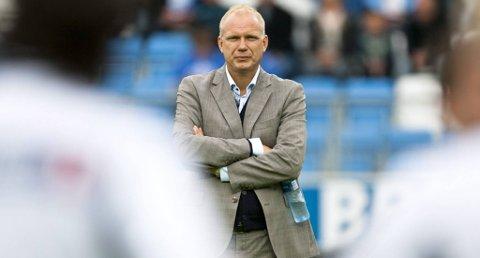 HVA SKJER? Dag-Eilev Fagermo trodde knapt det han så på Brann stadion der hjemmelaget fikk fritt spillerom i Odd-boksen.