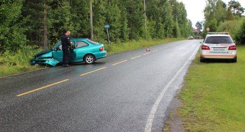 En kvinne har kjørt i grøfta i Gregorius Dagssonsgate på Bølehøgda. Hun stakk fra stedet.