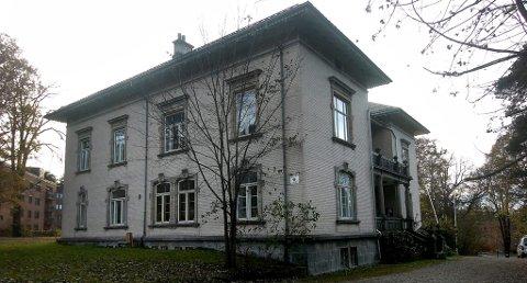 VURDERER UTLEIE: Etter flere måneder er Øvre Frednes kulturhus fortsatt ikke blitt solgt. Nå vurderer Porsgrunn utvikling AS å leie det ut.