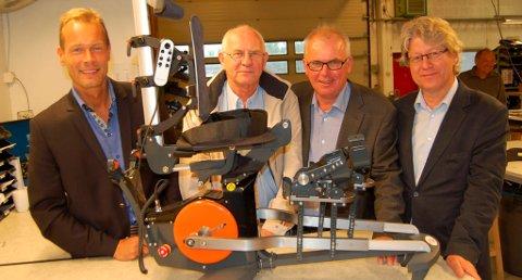 SUKSESS: Å få folk til å bevege seg har vært målet til bedriften Made for Movement. Disse har bidratt til at bedriften har blitt en suksess: (fra venstre) Ånund Olsen (gründer), Steinar Riis (tidligere næringssjef), Per Wold (tidligere Vekst i Grenland). Lengst til høyre sees Gunleik Vøllestad fra Ernest & Young.