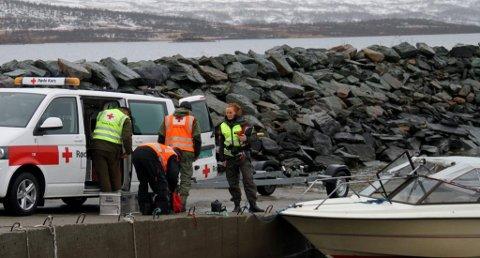 FØRST UT: De første mannskapene fra Vinje- og Haukeli Røde Kors Hjelpekorps og Vinje lensmannskontor startet med å bli skysset med båt. Søksområdet lå cirka 13 km innover Møsvatn mot Mogen.