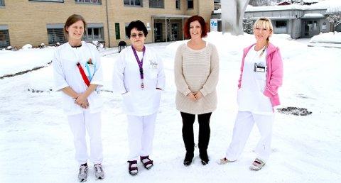 SKIFTE KLÆR: Femminuttane på røykehjørnet er historie for dei tilsette ved Nome sjukeheim i Lunde. Bare i private klede, i den ulønna matpausen dagtid, er det no lov å fyre opp røyken.