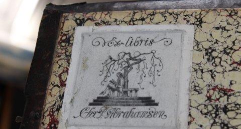 FRIMURER: Advokaten Christian Abrahamsen merket bibelen med sitt navn, kanskje før han fant ut at han ville deponere den hos sin egen frimurerlosje.