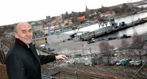 Ekstrem forvandling:  Ordfører Øyvind Riise Jenssen gleder seg til ekstrem oppussing av Indre havn. Nå får han hjelp av Larviks fire største entreprenører til tidenes dugnad for å få Indre Havn tilgjengelig for byens badegjester allerede i sommer. (Arkivfoto)