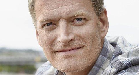 Lars Mytting har gjort suksess med både «Svøm med dem som drukner» og «Hel ved». 4. februar møter han Venstre-leder Trine Skei Grande på Litteraturhuset.