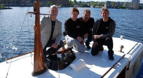 PUSSET OPP: Det er Link arbeid som har pusset opp «Bjarkå», og som skal holde den i drift: Gunnar Dale, daglig leder i Link arbeid, Matthew Burnside, Jan Åge Heian og Tom Strømstad.