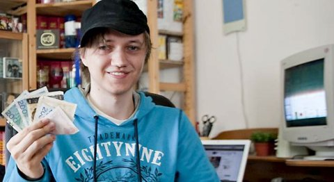 Sindre Låstad tjener penger på bloggen sin (12.07.2010).