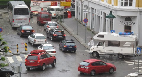 Innsnevring til ett felt i Nøstegaten skapte køer i sentrumsgatene. Her fra Christian Michelsens gate (02.06.2011).