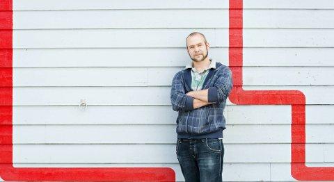 Rune J. Svendsenhar hatt begge ben i graffitimiljøet i Bergen siden midten av 1990-tallet. I dag er han kunstner og driver sitt eget galleri på Paradis.