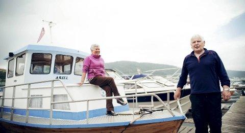 Leif Severin og Aud Skår bruker fiskebåten «Ariel» ofte. ? Vi drar ofte til Austevoll. Men på grunn av de høye dieselprisene må vi betale 800 kroner i drivstoff  for tur-retur Austevoll. Det er litt mye, sier de to. De er også glad i å fiske. ? Det er slitsomt på Byfjorden. Der er det mye galmannskjøring, sier Leif Severin.