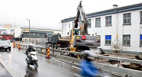 Gravearbeidet på Nøstet fører til store trafikale problemer, spesielt hver gang det er en ny omlegging (22.06.2011).