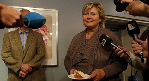 Erna Solberg feirer valgresultatet.