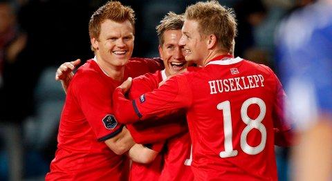 John Arne Riise (f.v.), Morten Gamst Pedersen og Erik Huseklepp jubler i EM-kvalifiseringskampen i fotball mellom Norge og Kypros på Ullevaal stadion (11.10.2011).
