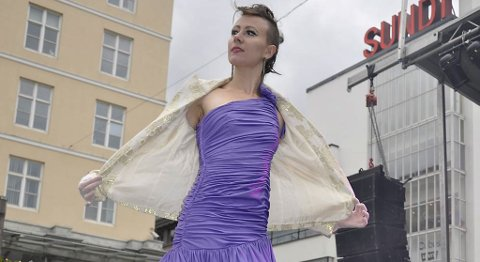 Visning av gjenbruk av klær (29.10.2011).
