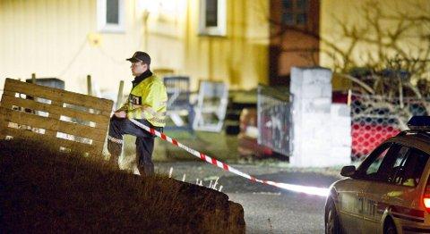 Politiet jobber mandag kveld på stedet i Sund kommune der en åtte år gammel jente ble funnet død.