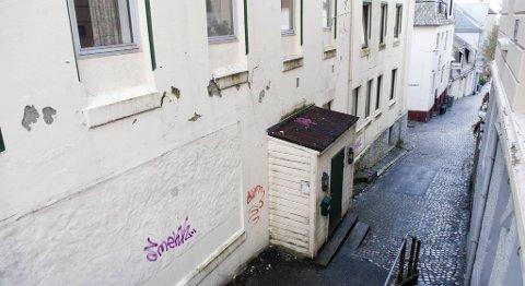 Politiet har etterforsket sexkjøp i disse kjellerlokalene i Sandviken (23.04.2010).