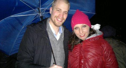 Espen Svendsen og Alise Douglas ønsker godt nytt år fra Skansen ved midnatt (01.01.2012).
