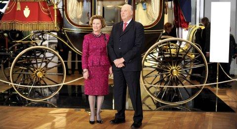 Kongeparet fikk i dag overrakt regjeringens gave i anledning kongeparets 75 årsdager.