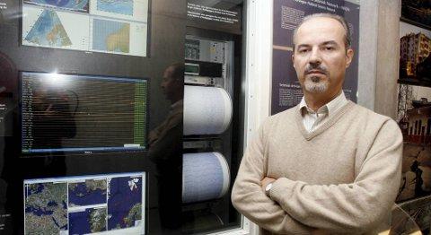 Kuvvet Atakan, professor ved institutt for geovitenskap på Universitetet i Bergen, er en av landets fremste eksperter på jordskjelv.