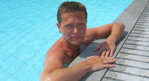 Asbjørn Korneliussen (45) ble påført dødelige skader i en leilighet på Melkeplassen i juni i fjor. En 26 år gammel mann er tiltalt for å ha mishandlet ham i flere timer.