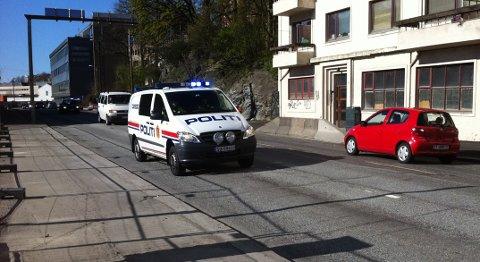 Politiet huket inn to personer her i Torborg Nedreaas' gate etter masseslagsmålet på Nygårdshøyden.
