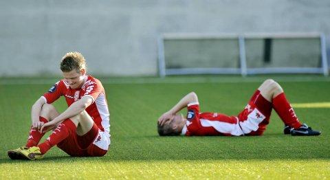 Erik Huseklepp og Bjarte Haugsdal depper etter å ha blitt slått ut av cupen av 3. divisjonslaget Fyllingen i 2010.
