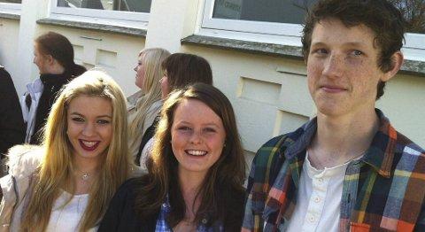 Maren Norheim (16), Susanne Holtås (21) og Jarand Havrevold (16) tok i mot kronprins Haakon på Stend videregående skole onsdag.