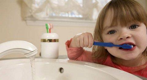 God tannhygiene er viktig. Ifølge bergensforsker kan tannkjøttsykdom gi leddgikt (illustrasjonsfoto).