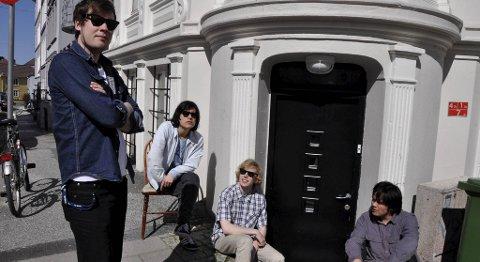 Rune Vandaskog, Matias Tellez, Njål Paulsberg og Pablo Tellez i Young Dreams satt i møter med sitt management MADE i går for å diskutere hva de gjør med torsdagens festivaljobb i Brighton.