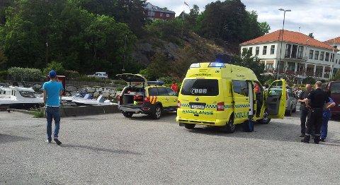 Mannen ble reddet opp fra vannet hher på Askøy. Politiet vet ikke helt hvordan han havnet der.