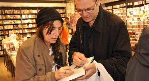 Til sammen brukte Patti Smith en time og et kvarter på signeringen på Ark Beyer.