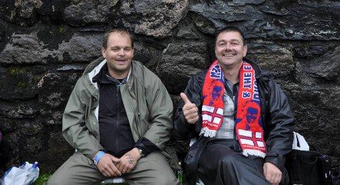 Disse to har vært i kø siden klokken syv i morges. I går var de på Springsteen i Oslo. Fra venstre: Geir Ivarhvåle (36), Asle Skjelgås (37)