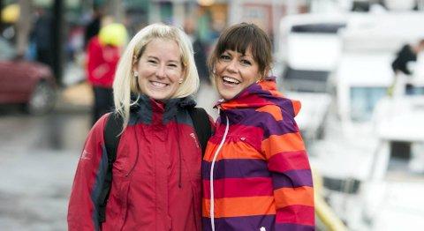 Ann Kristin Barka (t.v) og Mona Rinda Viland er klare for konsert.