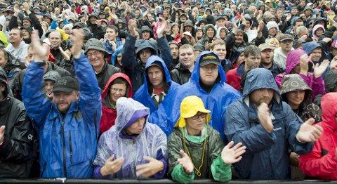 I går hadde publikummet kledd seg godt til konserten på Koengen. I kveld bør det ikke bli nødvendig.