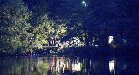 En kvinne har blitt hentet livløs opp av vannet på Askøy.