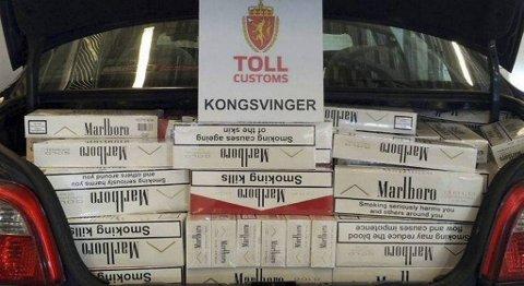 14 ÅRS FORBRUK: Ved et inntak på 20 sigaretter om dagen, vil beslaget tilsvare nesten 14 års forbruk. 99.999 sigaretter ble beslaglagt.