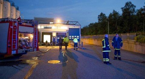 Brannvesenet rykket ut med seks brannbiler til åstedet for eksplosjonen 14. august i fjor.