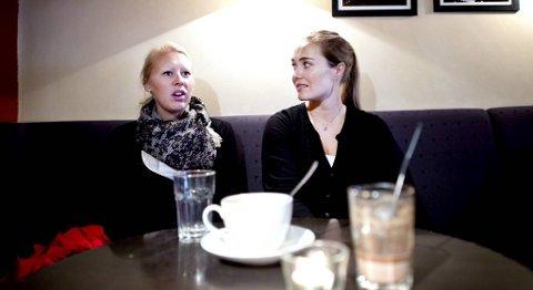GÅR SAMMEN: Therese Sandnes (32) og Cecilie Ellingsen (34) liker ikke å gå alene på øde steder. ??Jeg har alltid overfallsalarmen i hånden når jeg går alene, sier Sandnes.
