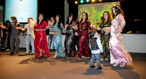 FRYDEFULLT: Men her snakker vi nok om et alkoholfritt arrangement i Salem konferansesenter, nemlig den kurdiske nyttårsfesten i fjor.