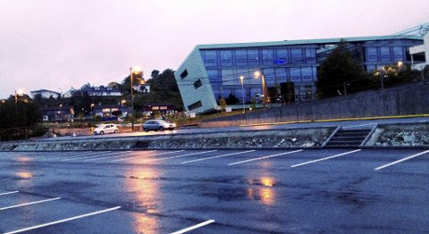 Selv om det er en stund til Bybanen til Lagunen åpner, er parkeringsanlegget allerede ferdig. Anlegget ligger like nedenfor Nordahl Grieg videregående skole.