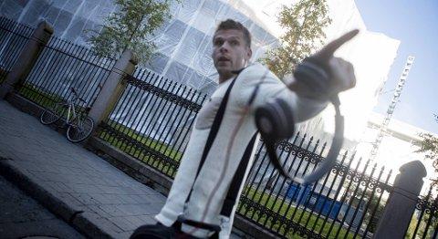 Rune Almenning Jarstein truet en fotograf da han forlot spillerhotellet i Oslo onsdag.