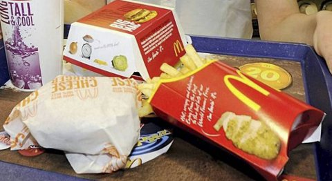 25 millioner amerikanere stiller daglig sulten hos McDonald's og heretter skal de få mer å velge i både av frukt, grønt og kyllingretter.