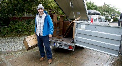 Olav Kjellevoll Olsen pusser opp boligen sin i St. Olavs vei. Han synes det er ok at bossgebyret blir lavere. - Men det viktigste er å få gjort noe med skole-vedlikeholdet, sier han