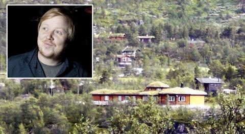 Kurt Nilsen selger gitarhytten i Eidfjord.