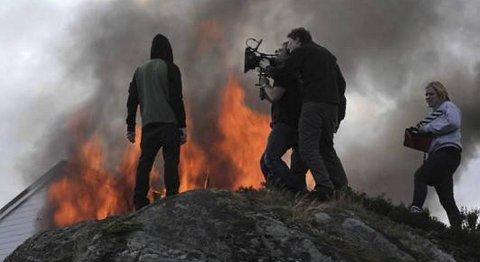 Regissør Jon Olav Stokke fikk Vinni med på idéen til hardtslående musikkvideo.