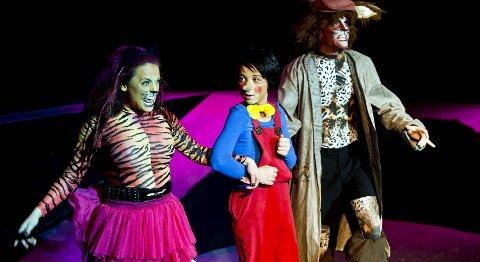 Pinocchio møter mange fristelser, her i skikkelse av Lykke Kristine Moens katt og Raymond Corrado Knutsens rev.