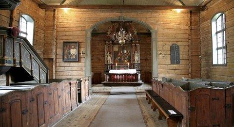 Slik så interiøret i St. Jørgen kirke ut før brannen.