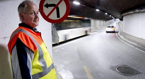 Olav Andersen i kommunen er på kontroll i et av de 25 offentlige tilfluktsrommene i Bergen. Til daglig er fjellhallen bedre kjent som Sydnestunnelen.