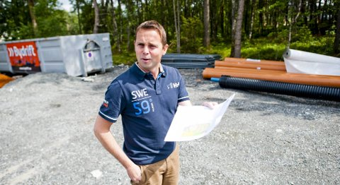 Odd Arne Larsen er leder i Råstølen velforening. Han reagerer på at volleyballhallen i nabolaget trekker ut.