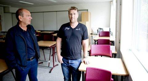 Rektor Magne Lædre (t.h.) ved Sagstad skule bekrefter at bokmål er populært. - De siste to årene har en tredjedel valgt bokmål, sier han. Her med ordfører Nils Marton Aadland (H).